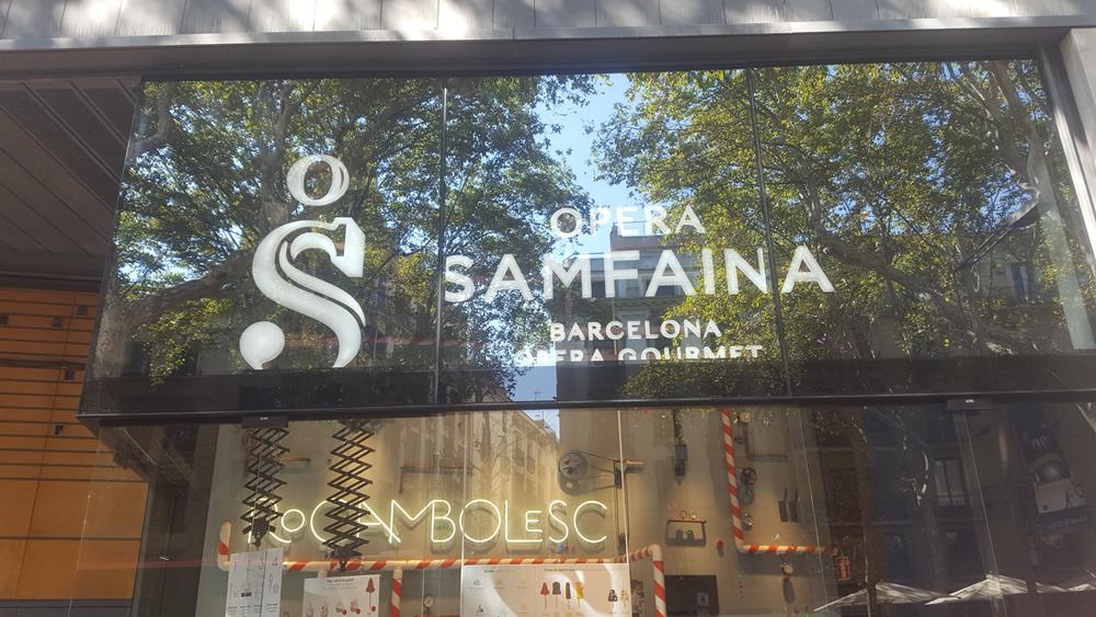 Rotulos Tecneplas en la nueva heladería de los hermanos Roca en Barcelona